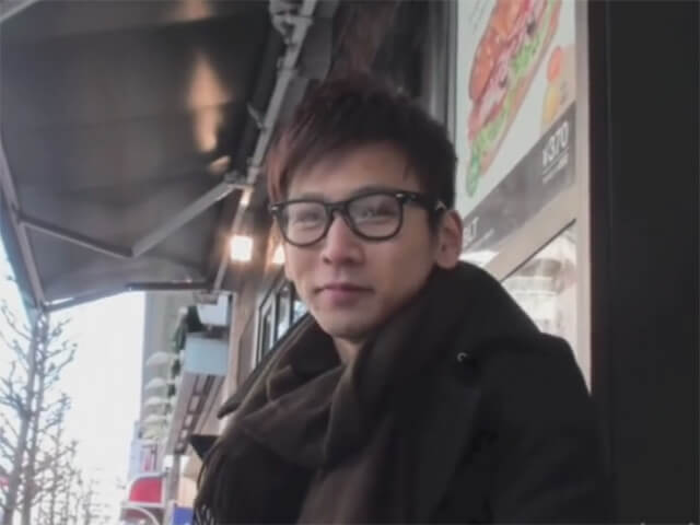 【オナニーゲイ動画】メガネが超似合うスリ筋の素人イケメンをナンパして自慰を撮らせていただきましたwwその1