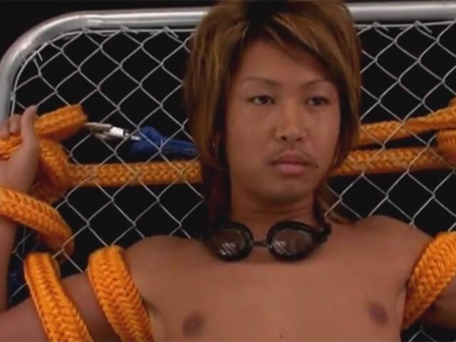 【無修正ゲイ動画】イケメンギャル男を太いロープで身動きを取れなくし電動のオナホールで強制射精wwその1