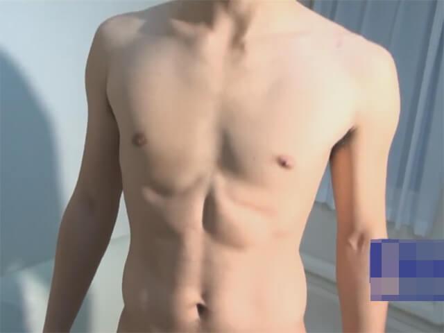 【素人ゲイ動画】皮の下は綺麗な敏感亀頭…ローション手コキに我慢できずにスグにイッちゃった早漏のノンケイケメンwwその2