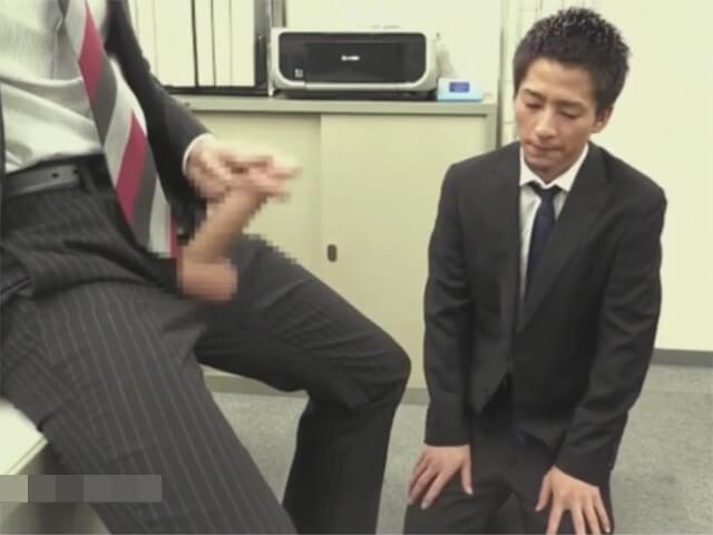 【セックスゲイ動画】これも仕事…バリタチホモの社長に喉姦イラマチオされ前戯無しでアナルに生ハメされるサラリーマンwwその2