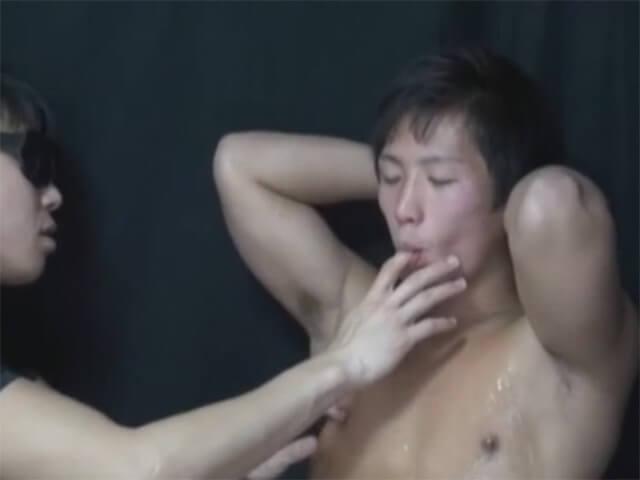 【素人ゲイ動画】「イックゥ…イクッ!!」現役レスリング部員が肉厚オナホとフェラチオと手コキの交互責めにトロ声で絶頂wwその3