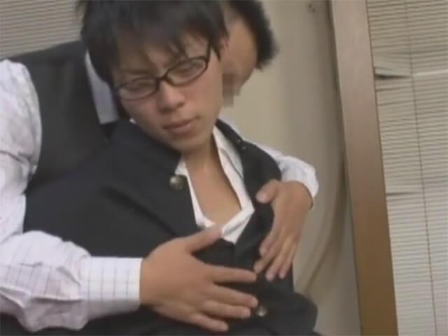 【レイプゲイ動画】悪事をネタにイケメン生徒を脅迫…無抵抗な性玩具となった教え子を指入れ手コキで弄ぶホモ教師wwその3