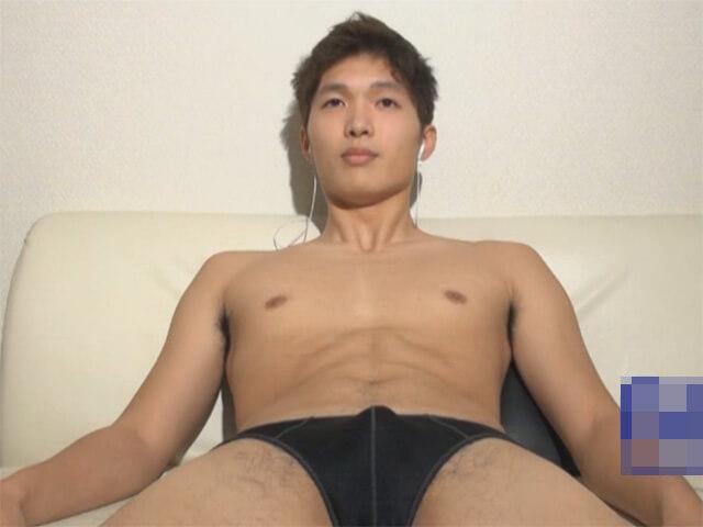 【素人ゲイ動画】皮の下は綺麗な敏感亀頭…ローション手コキに我慢できずにスグにイッちゃった早漏のノンケイケメンwwその3
