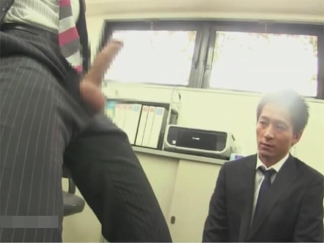 【セックスゲイ動画】これも仕事…バリタチホモの社長に喉姦イラマチオされ前戯無しでアナルに生ハメされるサラリーマンwwその3