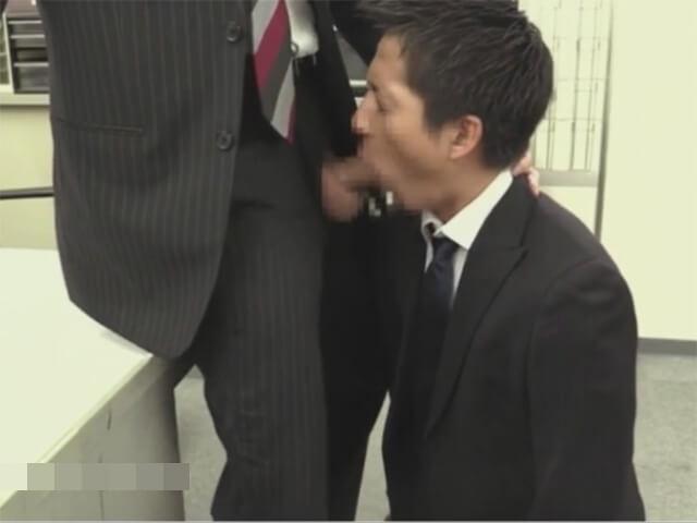 【セックスゲイ動画】これも仕事…バリタチホモの社長に喉姦イラマチオされ前戯無しでアナルに生ハメされるサラリーマンwwその4