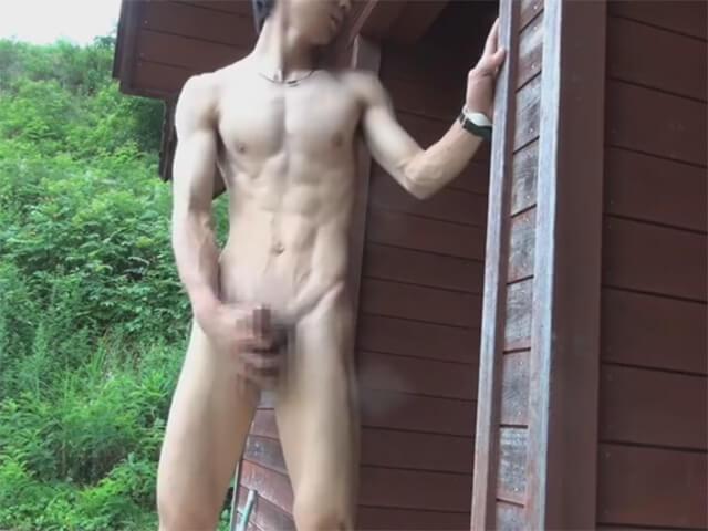 【オナニーゲイ動画】自然豊かな公園で細マッチョ男子が全裸で露出オナホ自慰し粒状ザーメンを高く射精wwその4