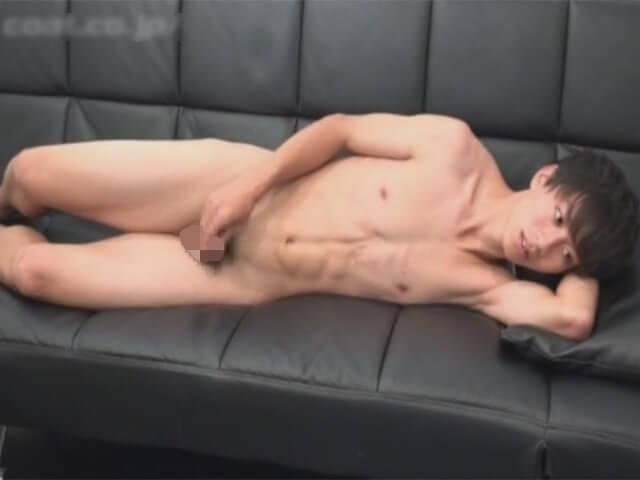 【素人ゲイ動画】童顔で童貞のスジ筋のノンケイケメンに声をかけてスタジオでオナニーをする姿を撮影するwwその6