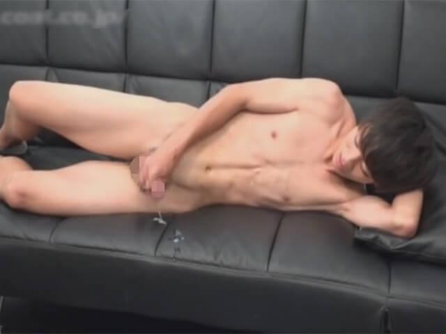 【素人ゲイ動画】童顔で童貞のスジ筋のノンケイケメンに声をかけてスタジオでオナニーをする姿を撮影するwwその7