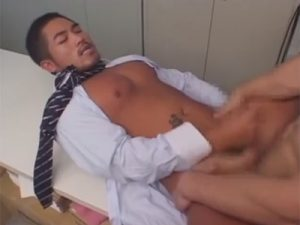 【セックスゲイ動画】ゴリゴリのマッチョのイカニモ系がオフィスの中でアナルセックスで犯され続けるww