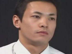 【オナニーゲイ動画】イモ系のマッチョの男がブリーフを脱ぎ捨ててオナニーしている姿を見せつけてくれるww