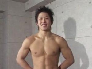 【オナニーゲイ動画】18歳のノンケイケメンスイマーがカメラ撮影されながらチンポを勃起させて床オナや手淫ww