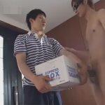 【レイプゲイ動画】宅配業者の男が知り合いの家に届け物をするといきなりアナルセックスをすることになってしまうww