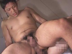 【無修正ゲイ動画】体が引き締まっている体育会系男子がアナルセックスを楽しんで騎乗位やバックで喘ぎまくっちゃうww