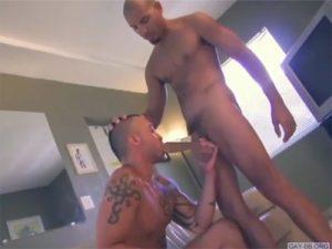 【外人ゲイ動画】白人のオラオラ系の男2人が巨根でお互いのアナルを犯して、中出しをしまくる