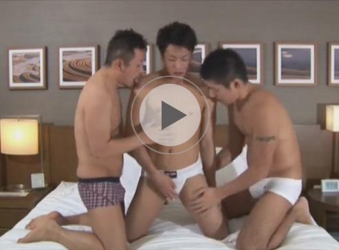 【乱交ゲイ動画】人畜無害そうな細身の男がタトゥーを入れているオラオラ系に犯され続けてしまうww