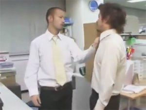 【レイプゲイ動画】同僚にブチ切れた強面坊主のリーマンが強姦…チンポを即尺させ濃厚接吻で理性崩壊しアナルセックスww