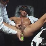 【SMゲイ動画】スーツ姿のリーマンをチンピクさせながらねっとりイジメて前立腺をアナルバイブで刺激ww