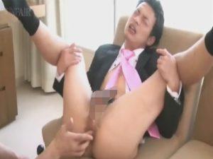 【無修正ゲイ動画】スーツ姿の男がゴーグルマンにフェラをさせられてからアナルセックスで犯されるww
