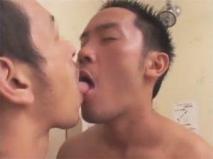 【セックスゲイ動画】キスするだけでチンポはビンビン…シャワー室でマッチョな兄貴が絡み合うww