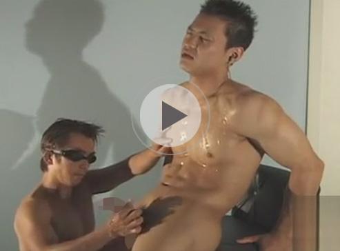 【無修正ゲイ動画】ゴリゴリなマッチョなイケメンがゴーグルマンにアナルセックスで犯されることになるww