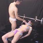 【SMゲイ動画】スリムなイケメンがSMプレイで激しく嬲られてフィストファックまですることになるww