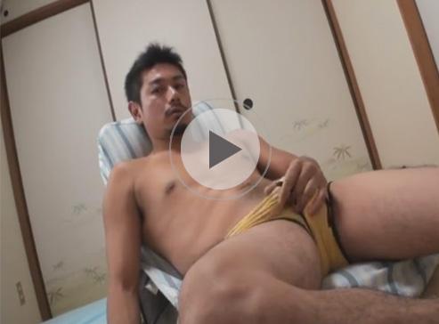 【無修正ゲイ動画】ワイルド系のイケメンが和室でオナニーをして昇天しちゃうww