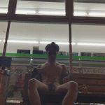 【無修正ゲイ動画】店の前にベンチのあるファミリーマートでオナニーして気分を高めてから全裸野外自慰と洒落込む素人ww