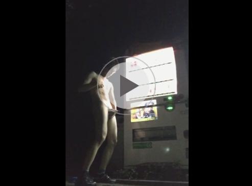 【無修正ゲイ動画】露出大好きな淫乱素人が自動販売機の明かりに照らされながら全裸オナニーして射精するww