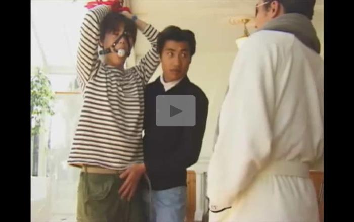 【レイプゲイ動画】可愛い系が拘束されて吊るされた状態になりながらチン毛を剃られながらローターでチンコをいじられるww