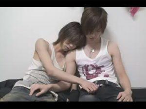 【企画ゲイ動画】ストリートミュージシャンのような風貌の2人の細身の男が兜合わせをして愛し合うww