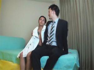 【セックスゲイ動画】スーツ姿のダンディなイケメン先生が生徒のアナルをおまんこの代用品として使用ww