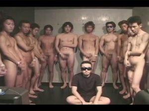【乱交ゲイ動画】汁男優たちが大集合して1人の淫乱野郎に大量のザーメンをぶっかけ続けてしまうww