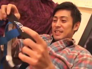 【フェラチオゲイ動画】プレゼントした穴開きパンツを履いた彼氏に興奮しチンポを尺八やオナホ責めww