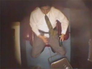 【盗撮ゲイ動画】ビデオ試写室の個室を隠し撮り…ノンケの男たちがティッシュとリモコンを片手にシゴきまくりww