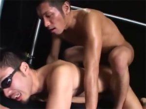 【セックスゲイ動画】バリウケのプリケツゴーグルマンが「真崎航」に責められまくり雄マンコを掘られながら絶頂ww