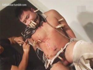 【SMゲイ動画】イカホモ兄貴をSM調教…牛乳浣腸や蝋燭責めやアナルクスコといったエグいプレイで凌辱するww