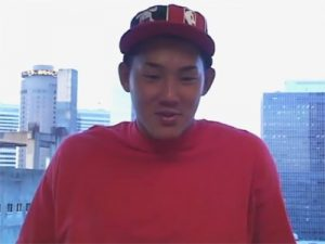 【素人ゲイ動画】ボウズ頭の二十歳のノンケが無表情でチンポもアナルも舐められて手コキでイクww