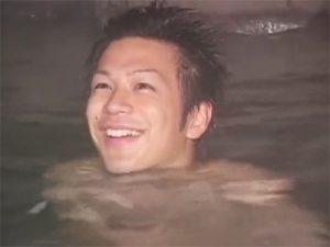 【素人ゲイ動画】ノンケのイケメン大学生が温泉旅行でアナルバージンを奪われ初めて精子を顔にかけられるww