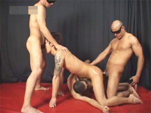【乱交ゲイ動画】2本刺しアナルセックスや連結セックスやぶっかけプレイで凌辱されるイケメンたちww
