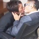 【無修正ゲイ動画】ザーメンをローションとして再利用…スーツ姿のカップルが発情し中出しアナルセックスww