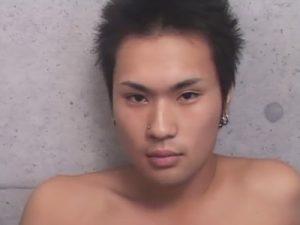 【セックスゲイ動画】両耳と鼻にピアスのヤンチャ系イケメンを生チンポで犯したうらやまけしからんゴーグルマンww