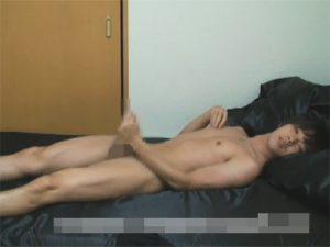 【オナニーゲイ動画】おぼこいDK風ボーイが床オナで勃起マラを押しつけ足ピン手淫でイク瞬間を調整しつつ射精ww