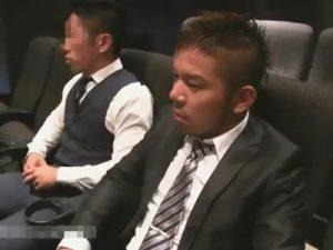【セックスゲイ動画】ハッテン映画館で隣に座ってきたマッチョにハメてもらうヤンチャ系サラリーマンww