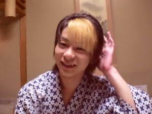 【無修正ゲイ動画】温泉旅館で浴衣姿になっていたギャル男系2人が布団の上でアナルセックスをしちゃうww