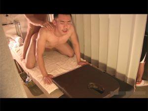 【企画ゲイ動画】短髪で引き締まった体の男がオイルマッサージを受けに行って体をほぐされてからアナルセックスをしちゃうww