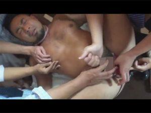 【企画ゲイ動画】クマ系のサラリーマンの男が拘束されながら集団レイプで犯され続けて絶頂しちゃうww