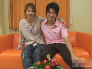 【無修正ゲイ動画】いしだ壱成に似ている男と黒髪のイケメン2人がチンコをしゃぶり合った後にアナルセックスで愛し合うww