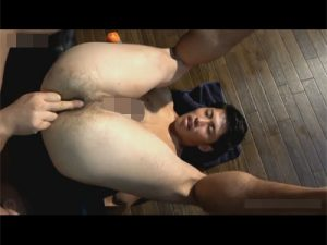 【セックスゲイ動画】スジ筋の男がゴーグルマンに体を洗ってもらった後にアナルセックスで犯されることになるww