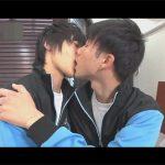 【セックスゲイ動画】お揃いのジャージを着ている可愛い雰囲気の男が中出しをしながら愛を確かめることになるww