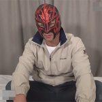 【素人ゲイ動画】覆面をつけたマッチョな男が手コキやフェラチオで犯されることになってしまうww